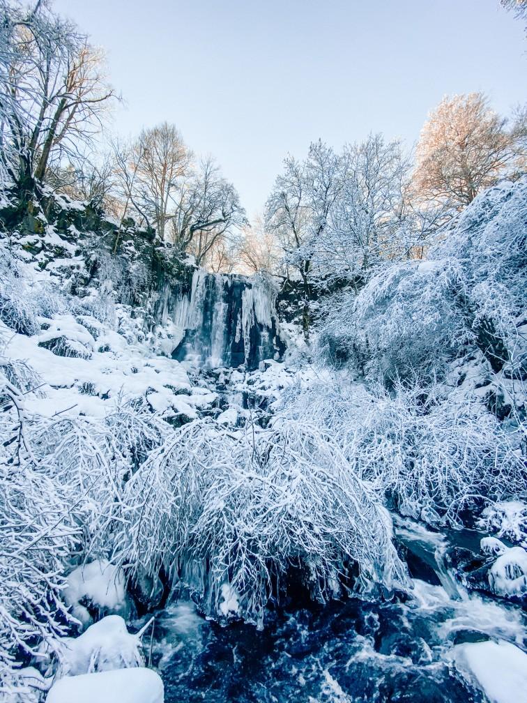 cascade de Vaucoux ou d'anglard neige Auvergne