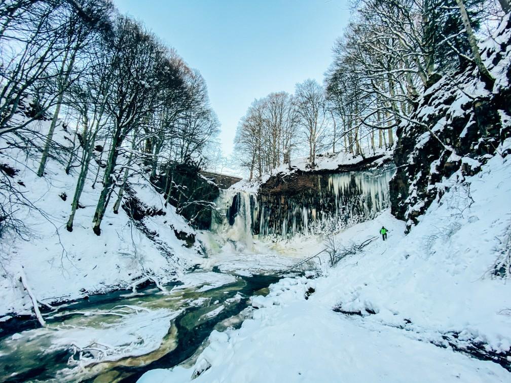 balade auvergne cascade gelée egliseneuve d'entraigues